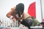 Cổ động viên trèo rào vào sân Mỹ Đình xem lễ vinh danh U23 Việt Nam