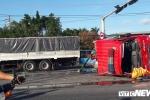 Xe cứu hoả đâm 3 ô tô lật ngang giữa đường, 3 người nguy kịch