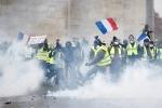 Biểu tình biến thành bạo loạn, Pháp chính thức hoãn tăng thuế nhiên liệu