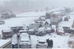 Cảnh tượng tai nạn liên hoàn khủng khiếp khi các xe phi như bay giữa trời tuyết