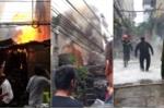 Clip: Xưởng gỗ ở Hà Nội bốc cháy ngùn ngụt chiều 30 Tết