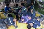 Ảnh: 10 tiếng căng mình tìm kiếm 18 nạn nhân bị chôn vùi trong đất đá Hòa Bình