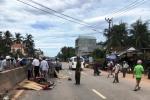 Ô tô va chạm xe máy, 2 người chết ở Bình Định