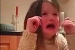 Clip em bé khóc hết nước mắt thuyết phục bố ăn chay gây 'sốt'