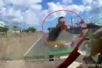Clip: Xe máy phóng ngược chiều vun vút trên quốc lộ và cái kết rợn người