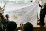 Video: Người dân đưa bản đồ chứng minh nằm ngoài khu quy hoạch Thủ Thiêm vẫn bị cưỡng chế