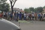 Giật mình vì còi ô tô, người phụ nữ đi xe đạp ngã xuống đường bị cán chết