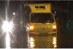 Mưa như trút nước toàn thành phố, đường Sài Gòn lập tức biến thành sông