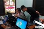 Phóng viên đội mưa, vạ vật chờ kết quả thẩm định điểm thi tại Lạng Sơn