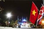 Anh: Quang Ninh treo co trong dem don phai doan Trieu Tien tham vinh Ha Long hinh anh 6