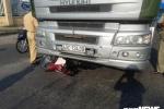 Nam thanh niên thoát chết thần kỳ dưới gầm xe tải