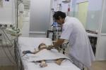 Clip: Hội chẩn qua điện thoại, bác sĩ cứu sống 2 bé bị tay chân miệng cực nặng