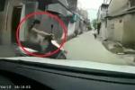 Clip: Pha xử lý bình tĩnh của nữ 'ninja' trước đầu ô tô khiến dân mạng cười chảy nước mắt