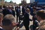 Video: Hành động của ông Putin sau lễ duyệt binh khiến nhiều người xúc động