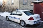 Kẻ buôn ma túy thản nhiên lên xe cảnh sát vì nhầm là xe taxi