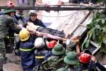 Sập nhà 4 tầng, vùi lấp nhiều người ở Hà Nội: 'Anh ơi cứu em, em chết mất'
