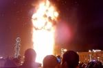 Clip: Ngàn người tá hỏa nhìn cây thông 25 m cháy ngùn ngụt đêm giao thừa