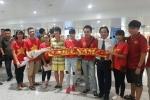 Tuyển nữ Việt Nam mang HCV về nước trong vòng tay người hâm mộ
