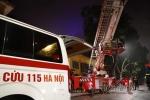 Hy hữu: Điều xe cẩu chữa cháy giải cứu sản phụ đẻ non bị mắc kẹt