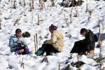 Du khách nườm nượp đổ về Sa Pa chờ băng tuyết