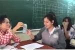 Clip: Cô giáo lì xì học sinh theo phong cách 'Đừng để tiền rơi'