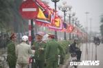 Video: Hàng rào an ninh quây quanh đền Trần trước giờ khai ấn