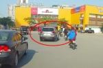 Xem lại cú đâm gục xe máy của kẻ lái xe Mazda CX5 30A-544.56 máu lạnh