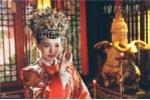 Tran Kieu An, Dich Le Nhiet Ba va dan my nhan Hoa ngu do sac khi dien ao do trong phim co trang hinh anh 4