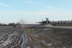 Video: Đối phó tình huống khẩn cấp, tiêm kích Nga hạ cánh ngay trên đường cao tốc