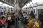 Video: Phát hoảng trước kỹ năng giả điên lấy chỗ ngồi trên tàu điện ở Trung Quốc