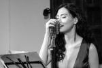 Lan Hương đắm đuối trong minishow nhạc Jazz đầu tiên