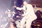 'Huyền thoại bắt cướp đất Cảng': Siêu xe và chiếc mũ trắng
