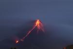Clip: Núi lửa hoạt động mạnh nhất Philippines phun cột tro bụi cao nhiều km