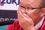 Video: HLV Park Hang-seo xúc động khóc trong phòng họp báo