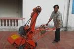 Ông giáo bỏ phố về quê chế máy xúc lúa