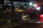 Ô tô lao dốc tông vào xe tải: Người dân dùng cưa đưa thi thể tài xế ra ngoài