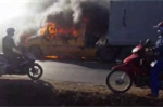 Clip: Container cháy ngùn ngụt, nổ dữ dội, ô tô, xe máy vẫn liều lĩnh đi sát