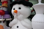 Video: Ông già Noel, người tuyết bằng xốp giá vài triệu hút khách