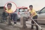 Tài xế ô tô ngang nhiên tháo dải phân cách trên cầu Thanh Trì để trốn CSGT
