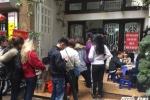 Video: Xếp hàng chờ 30 phút để được ăn bún ngan ở quán mới bị tố chửi người già
