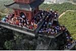 Chưa xây xong, vạn người đã ùn ùn kéo lên ngôi chùa lớn nhất thế giới ở Hà Nam