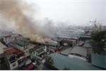Video: Hiện trường vụ cháy ngùn ngụt kho hàng gần bến xe Nước Ngầm, Hà Nội