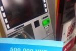 Video: Rút tiền tại cây ATM PVcomBank, khách nhận tờ giấy 500.000 đồng