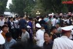 Video: Hàng nghìn người chen chân mục sở thị xe VinFast tại Hà Nội