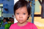 Thừa Thiên Huế tìm người thân của bé gái bị lạc ở bãi biển