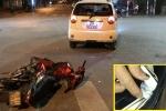 Cầm ma túy ra đường gặp cảnh sát, lái xe bỏ chạy tông trúng taxi