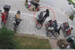 Thanh niên dùng vam bẻ khóa, trộm xe máy cực nhanh trên phố Hà Nội