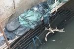 'Rốn' ngập TP.HCM vẫn lênh láng nước dù có siêu máy bơm: Phát hiện nhiều dị vật khủng dưới cống