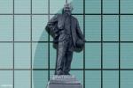 MU 24/7: Tượng Alex Ferguson bị đem ra làm trò đùa
