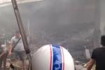 Clip: Chợ Quang - Hà Nội cháy đen, khói bụi mù trời